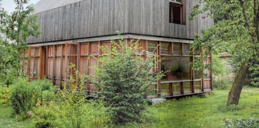 maison bois île milieu prairie