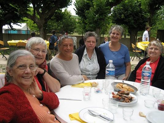 Établies en Île- de-France, les Babayagas partent ensemble dans une « colo » en Bourgogne.
