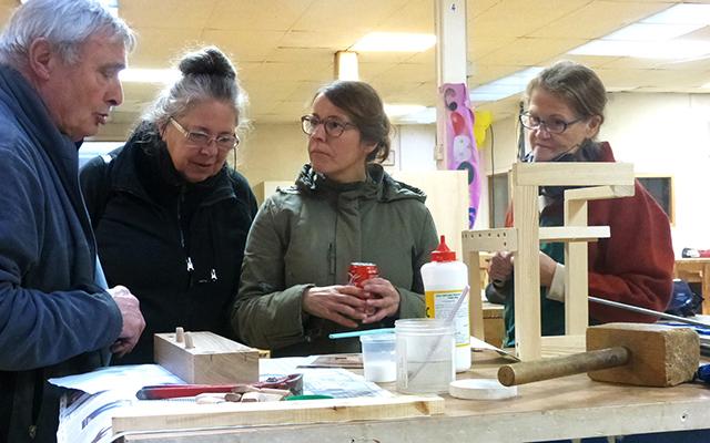A Lyon, l'atelier partagé Cobois met en commun outils et machines pour travailler le bois. crédit Fabien Ginisty, L'Âge de faire