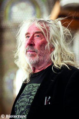 Le célèbre concepteur d'Earthship, Michael Reynolds de l'entreprise Biotecture