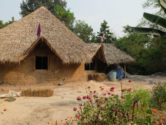 thailande maison en earthbag the mud hutters
