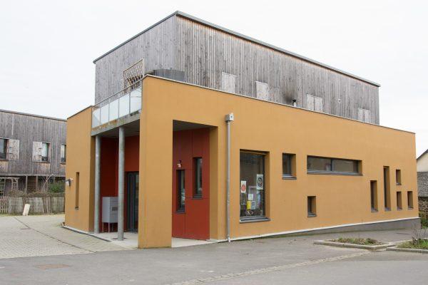 Tous les bâtiments communaux, comme la bibliothèque écorénovée, récupèrent l'eau de pluie pour les sanitaires.. Crédit Emilie Veyssié